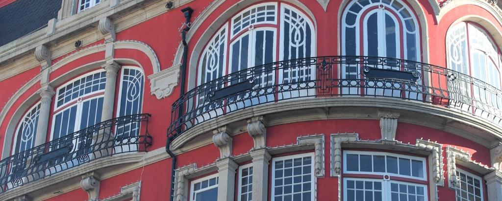 lieu façade rouge